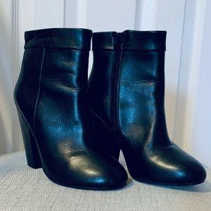 """Black 4"""" heel Steve Madden booties"""